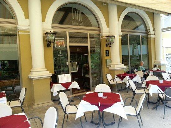 Gilf Restaurant: I tavolini all'aperto