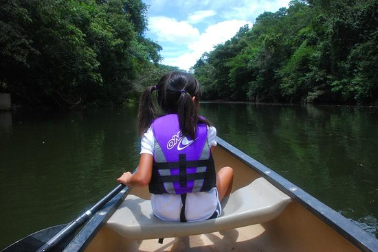 The Lodge at Chaa Creek: canoeing on Macau river