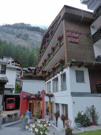 Hotel Simi Zermatt : ホテル全景
