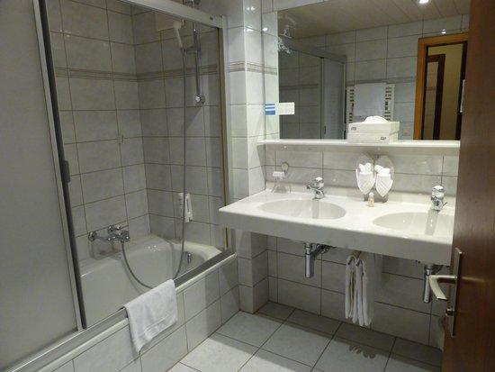 Hotel Simi Zermatt : バスルーム