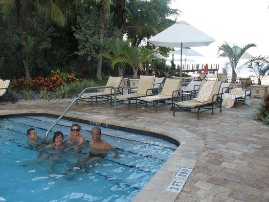 Key West Marriott Beachside Hotel: Piscina ao lado da praia