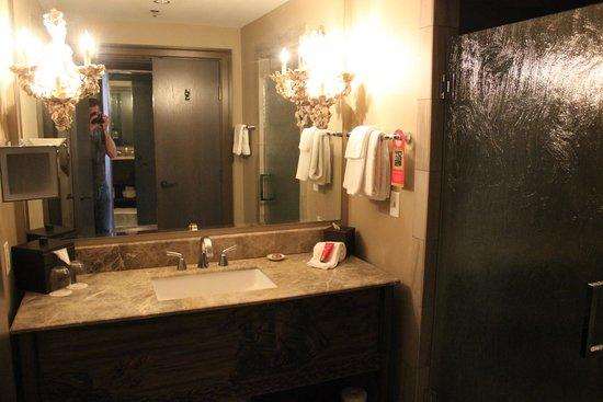 The Bohemian Hotel Savannah Riverfront, Autograph Collection: Bath