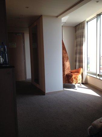 Hotel Melia Valencia: habitación con esquina
