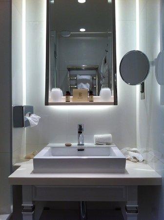 Hotel Baume: Salle de bain - Août 2014