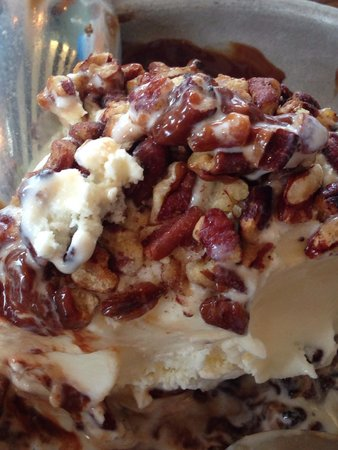 The Gate House: Pecan ice cream roll