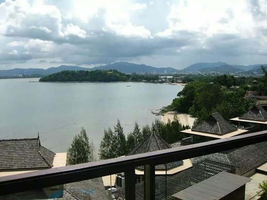 The Westin Siray Bay Resort & Spa Phuket: Buildings Centre and left are the lobby n breakfast areas.
