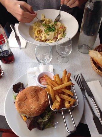 Le Verre Luisant: Burger et pâtes carbonara