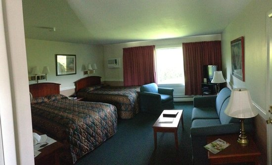 Stowe Motel & Snowdrift : Room 319, clean as a wistle