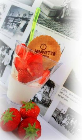 Jannettas Gelateria: Summer favourite - Gelato and Strawberries