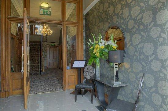 The Dunstane Hotel: Lobby