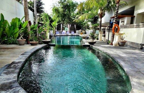 Marbella Pool Suite: Pool Area