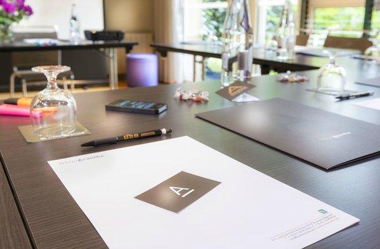 Quality Hotel Acanthe : Salle de réunion