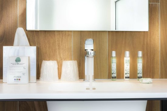 Quality Hotel Acanthe : Salle de bain