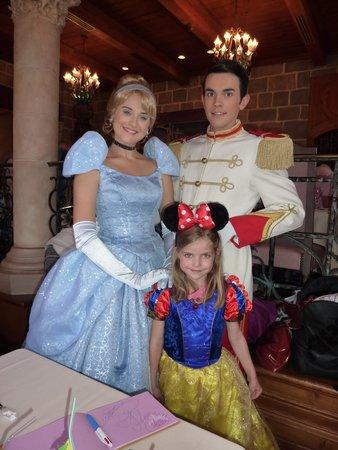 Auberge De Cendrillon: 2 Princesses and a Prince