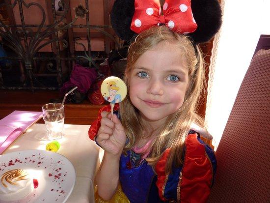 Auberge De Cendrillon: Cinderella chocolate lolly