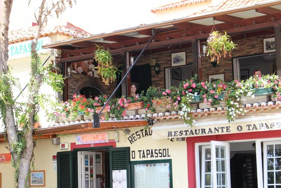 Restaurante O Tapassol Terrace: View from the street below.