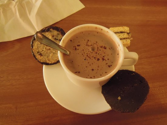 Tour.is - Day Tours: the nightly hot choc when we go out of our hotel lobby to catch the aurora