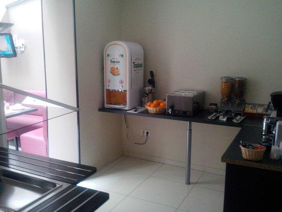 Meridional Hotel : Angolo buffet, piccolo ma funzionale