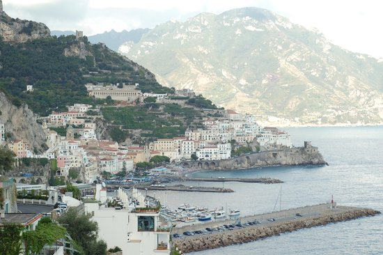 Santa Caterina Hotel: View from balcony of Amalfi
