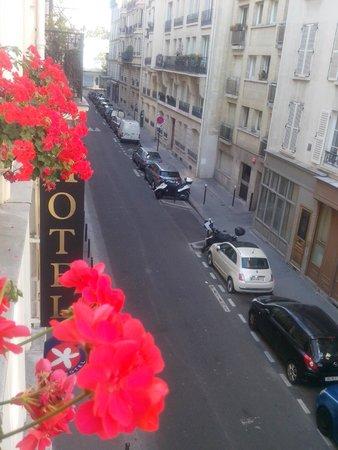 Meridional Hotel: Vista di Rue du Docteur Heulin (molto silenziosa)