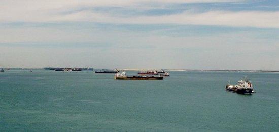 Suez Canal: laghi amari
