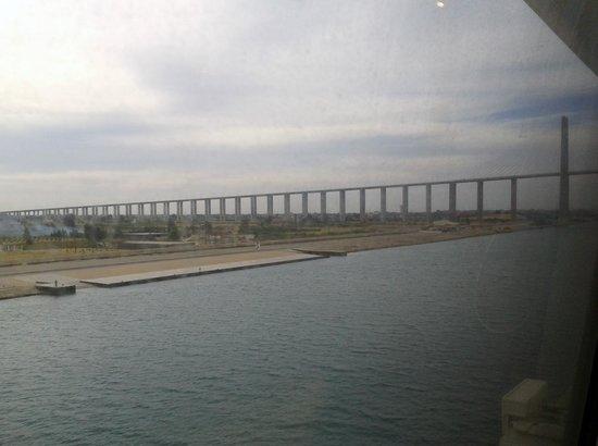 Suez Canal: ponte