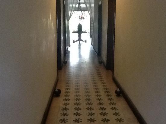 Apsara Centrepole Hotel: ground floor hallway