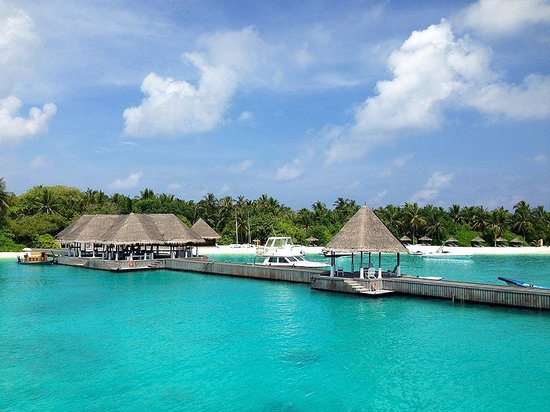 Four Seasons Resort Maldives at Kuda Huraa : Arriving at the Four Seasons wharf.