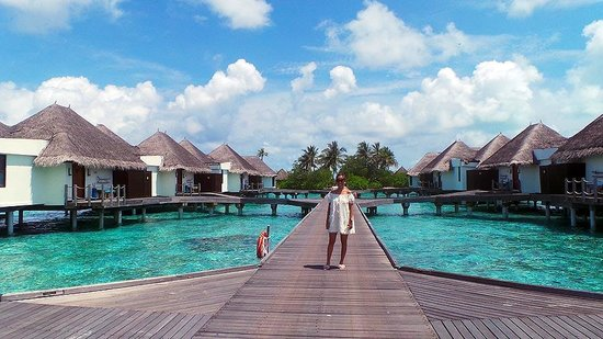 Four Seasons Resort Maldives at Kuda Huraa : Walkway to the water bungalows.