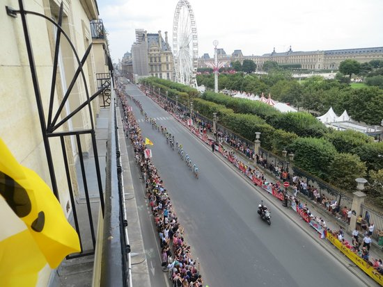 Hotel Brighton - Esprit de France: This is out on the left balcony- views of the Tuilleries, Louvre and the Tour de France race bel