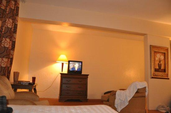 E M City Hotel: quarto