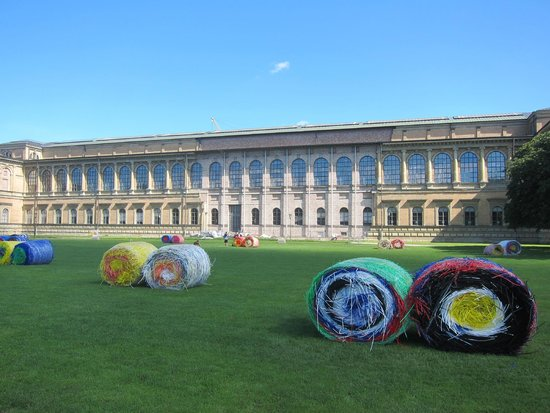 "Alte Pinakothek (""Bale Harvest"" by Michael Beutler in the foreground)"
