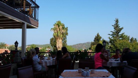 Orka Club Hotel & Villas: view at breakfast