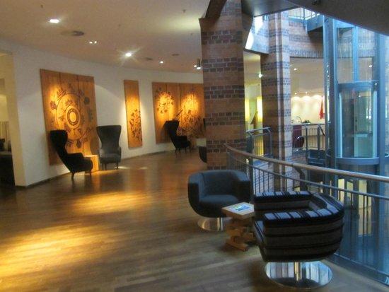 Swissôtel Bremen: Lobby, Teilansicht