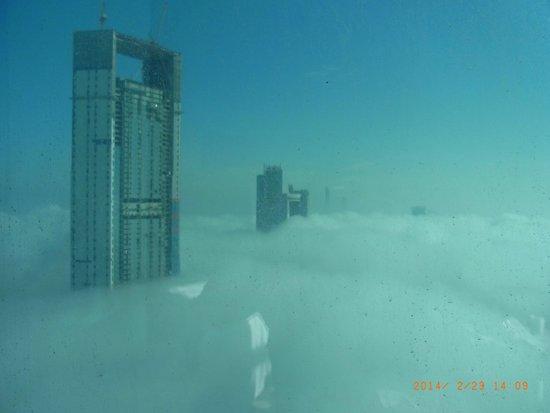 Jumeirah at Etihad Towers: 運がよければこんな異空間も楽しめます。朝の光景