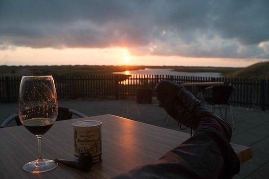 Nymindegab Kro : Aftenstemning på terrassen