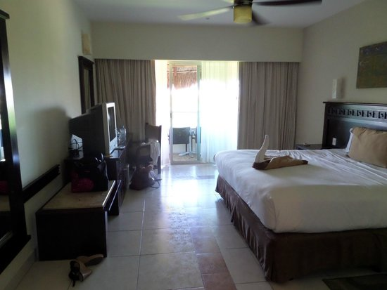 BlueBay Grand Esmeralda : Our room