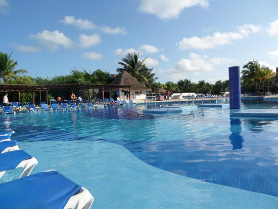 BlueBay Grand Esmeralda: Pool