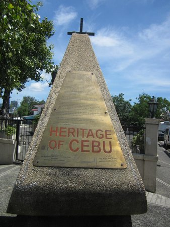 Cebu Heritage Monument: the front