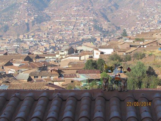 Hostal Qolqampata: Vista de la ciudad con los tradicionales toritos de Pucara