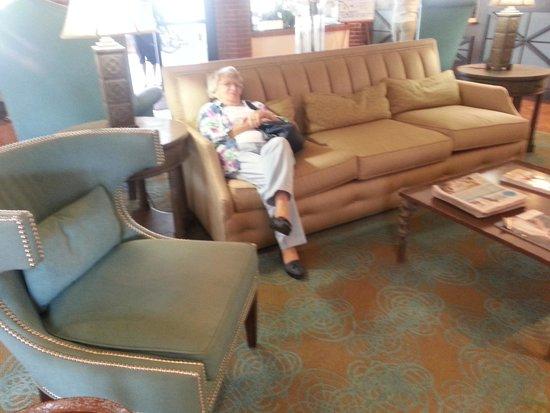 Jaybird's Inn: Comfortable lobby