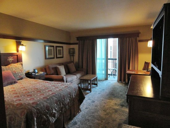 Disney's Grand Californian Hotel & Spa: View of the DVC studio from entrance area