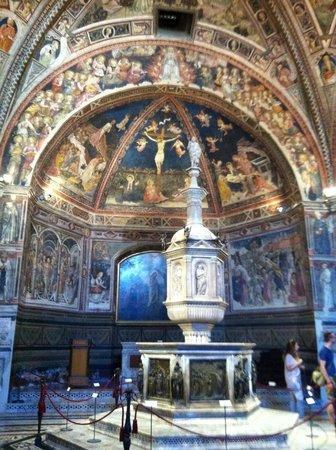 Battistero di San Giovanni : Interno del Battistero di Siena