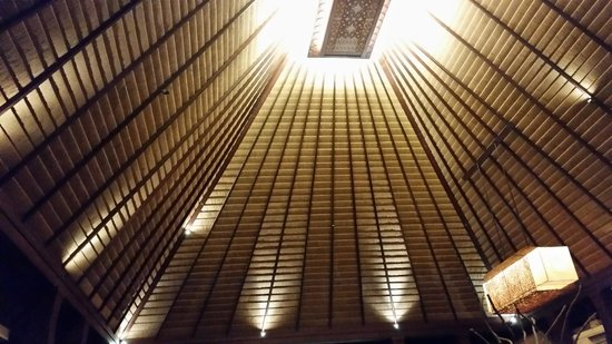 Rama Candidasa Resort & Spa: Lobby Ceiling
