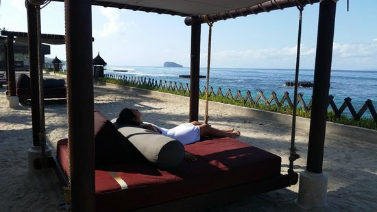 Rama Candidasa Resort & Spa: Dreamy Swinging Beds