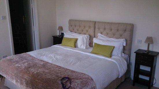 Edgcott House: Kingsize bed
