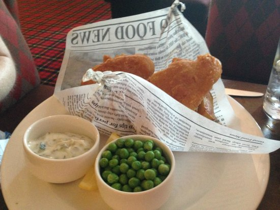 Macdonald Loch Rannoch Hotel: Fish and Chips from the Bar