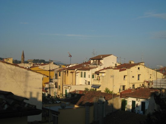 Room Mate Luca : view of neighborhood in early morning