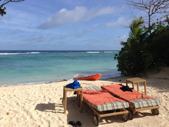Kempinski Seychelles Resort : The beach in front of the hotel