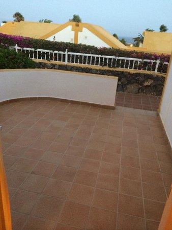 Club Caleta Dorada : front gardens area